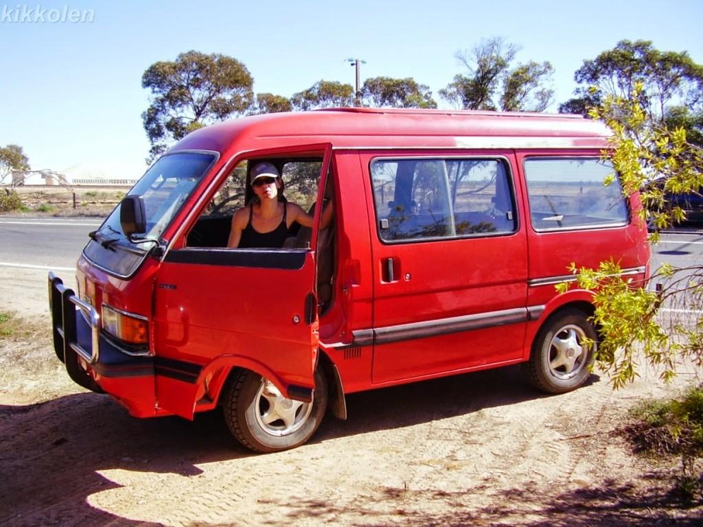 Paquito, il Mazda van dell'85: mezzo di trasporto e letto per 6 mesi in giro per l'Australia.