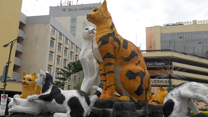 kuching-statua-gatto